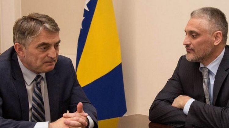 Komšić ne pljuje po Hrvatima pro bono, već to radi za plaću!